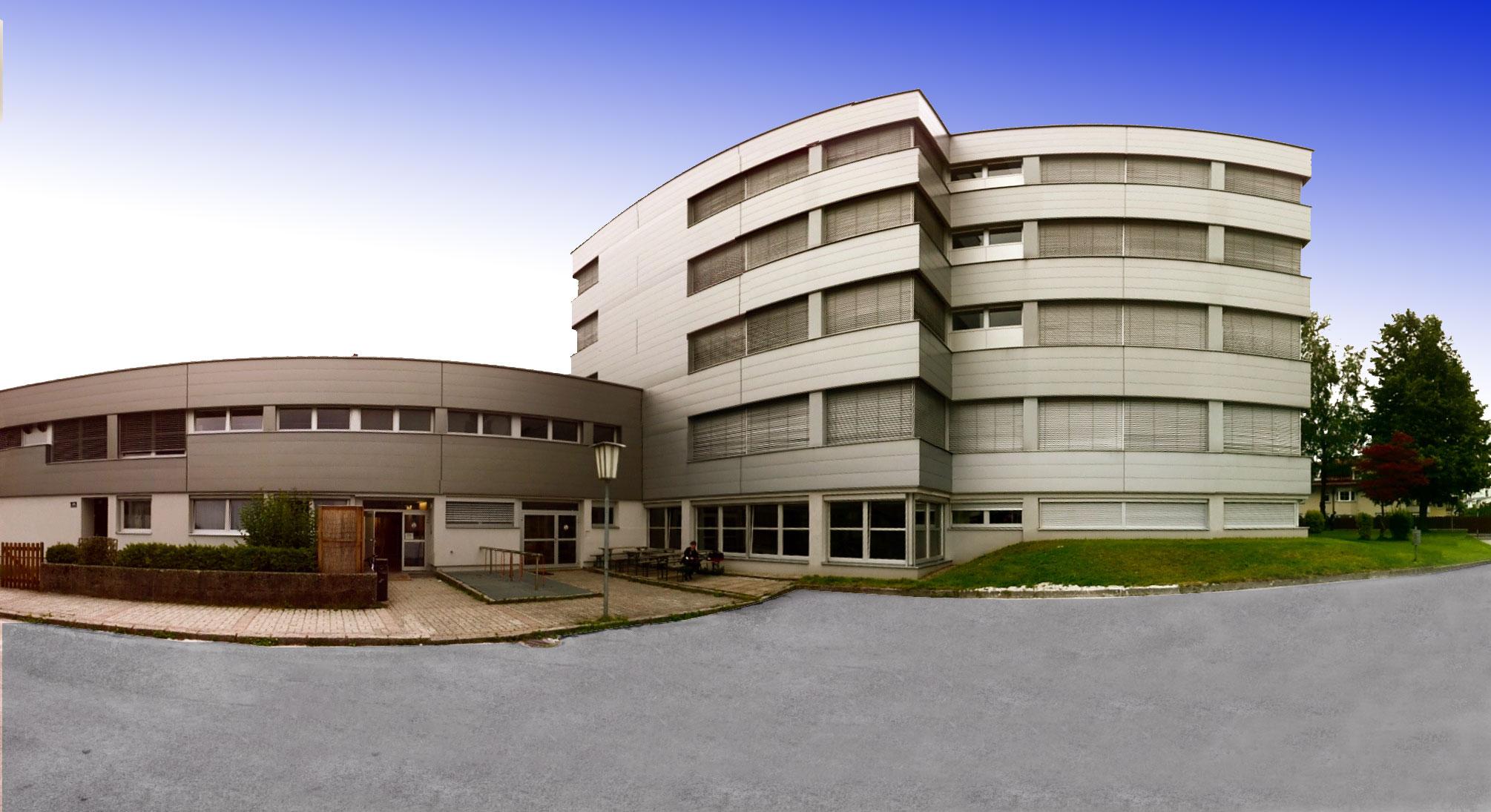 HS Kufstein, Trainingshallen (Parterre - Mehrzweckhalle, 1. Stock - kleine Halle)
